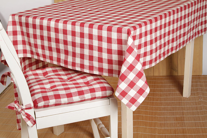 BuffaloRedTablecloth