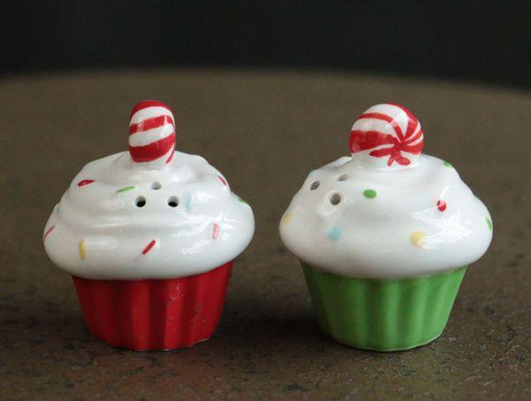 462823grasslandsroadchristmascupcakesweetsoireeredgreenL